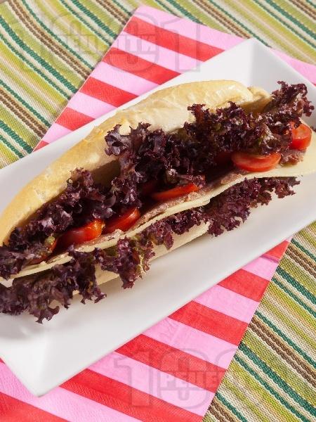 Сандвич с пуешко филе и ементал - снимка на рецептата
